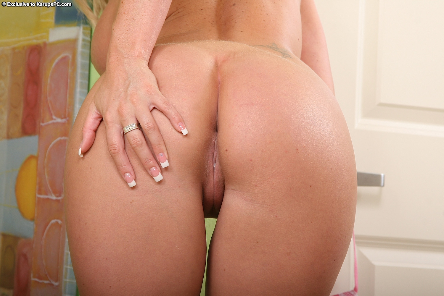 Panties down shaved pussy